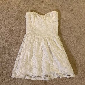 White lace Abercrombie strapless dress